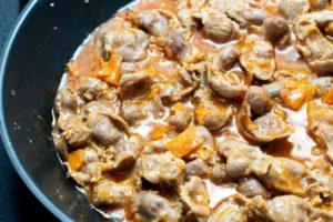 желудки куриные в сковороде